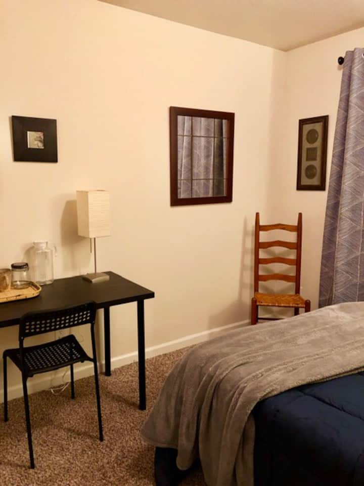 Private Bed and Bath near downtown