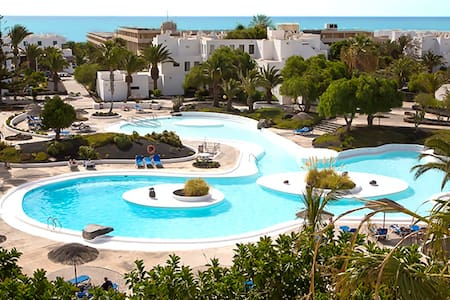 BIG POOL & SUNNY TERRACE - WiFi - NEAR THE BEACH