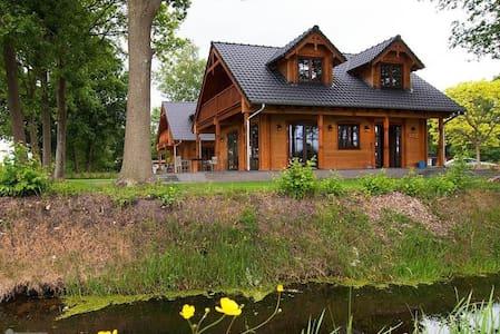 Houten villa Dirk - Den Ham - วิลล่า