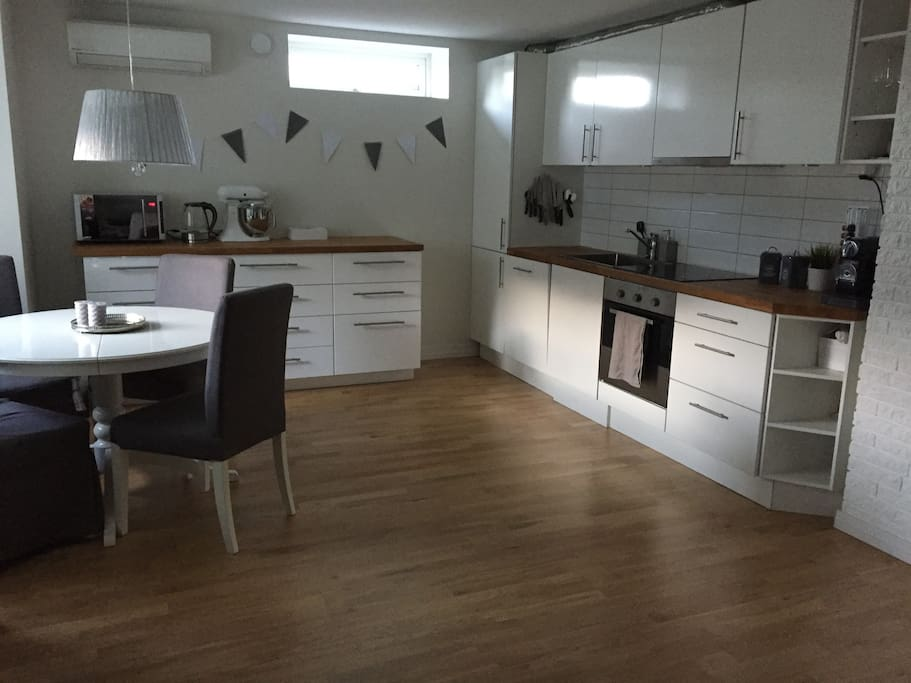 Fully equipped kitchen w/ espresso coffee machine, dishwasher, microwave, kettle ++
