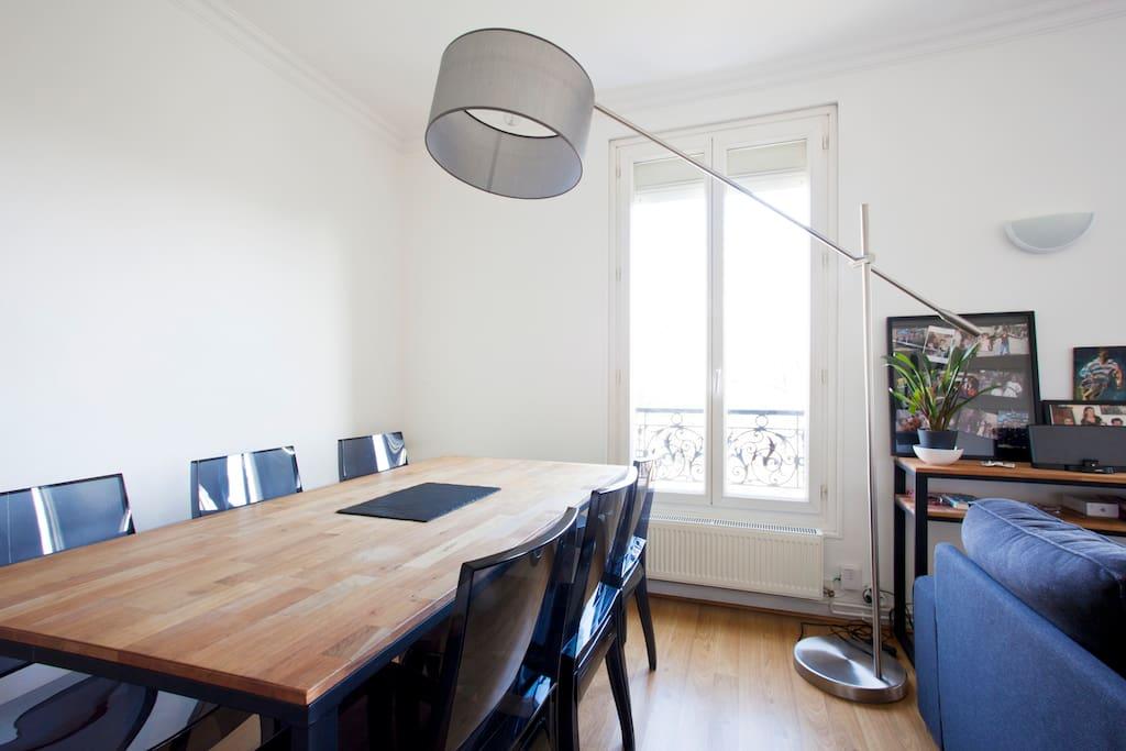 Une salle à manger spacieuse
