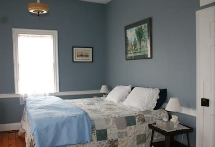 Hopkins House Farm B&B - VanBuren room - Salem - Bed & Breakfast