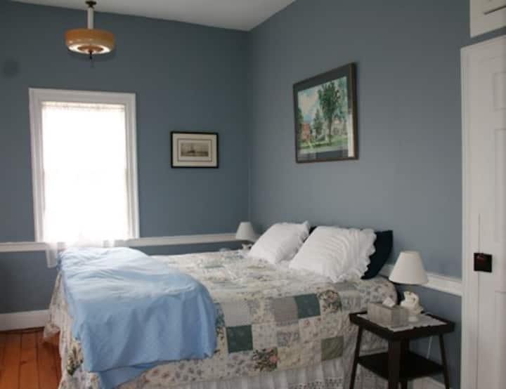 Hopkins House Farm  - VanBuren room