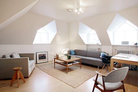 Bright & sunny loft-style modern apartment - Reykjavik - Apartment