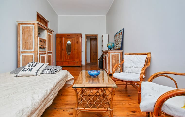 Beautiful and cheap Old Town apartment