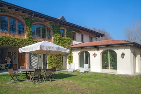 Quadruple apartment in villa - Cavallasca
