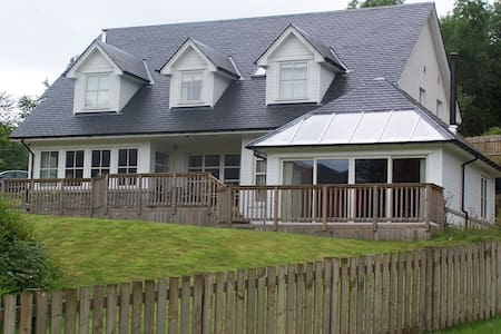 5 BEDROOMED HOUSE LOCH VIEWS - Lochearnhead