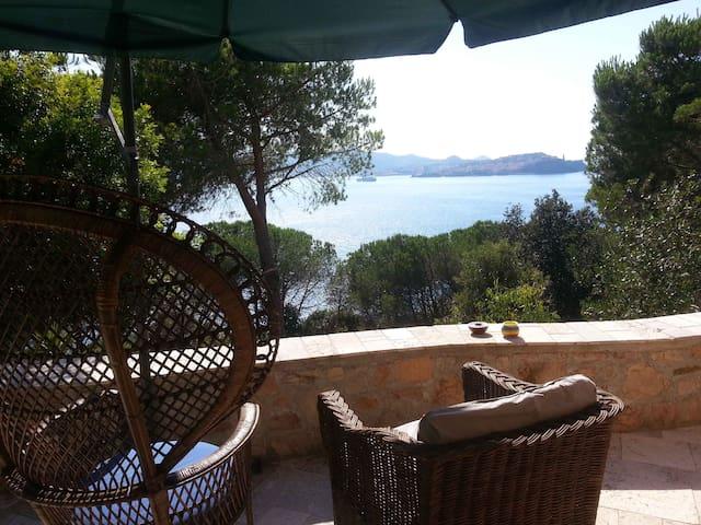 camera con spettacolare vista mare - Bagnaia - Bed & Breakfast