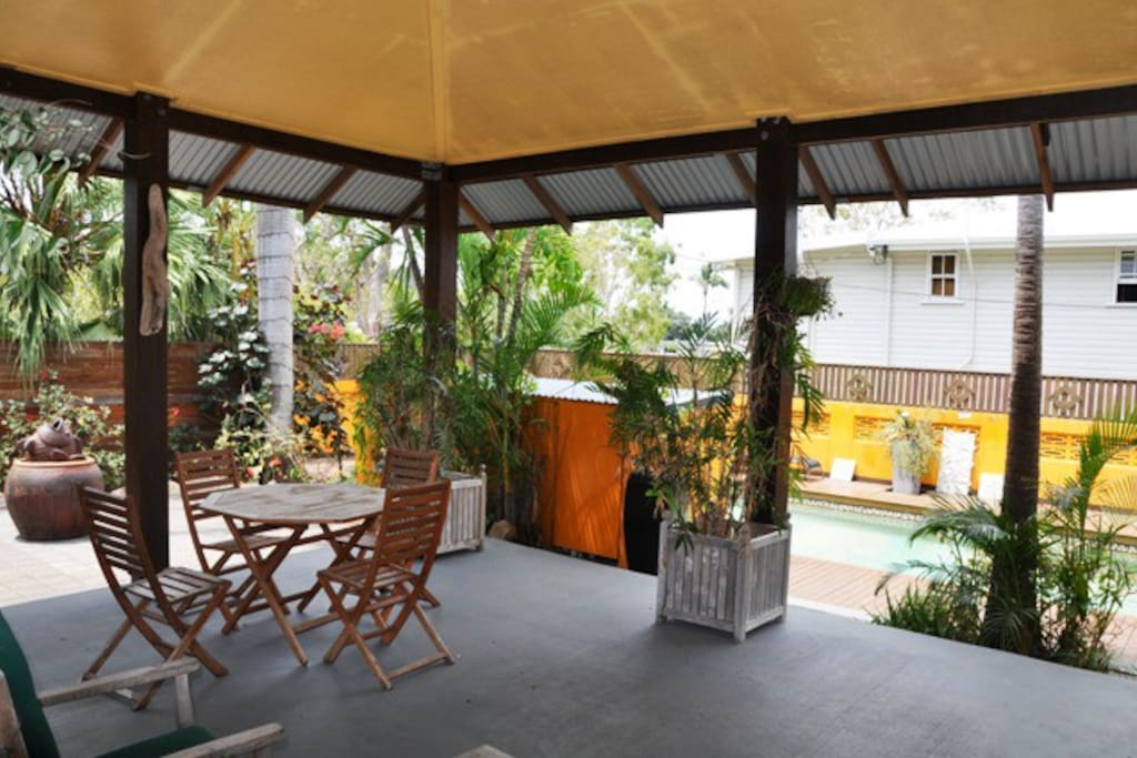 Holiday Units 2 Mins From Beach 2 Bedroom Apartments For Rent In Picnic Bay Queensland