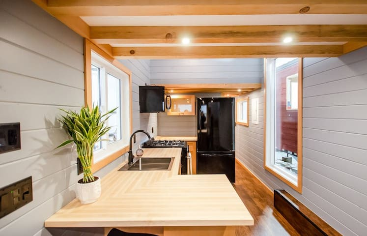 Modern Tiny Home in a beautiful beach community.