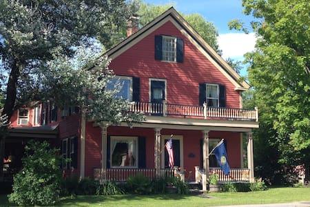 Quintensential Vermont Getaway - Chester