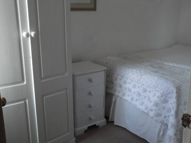 Pretty Single Room Hampton Wick, Kingston