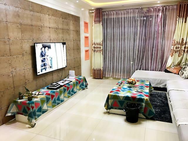 鲤鱼山路豪华装修精品大3居 - Wulumuqi Shi