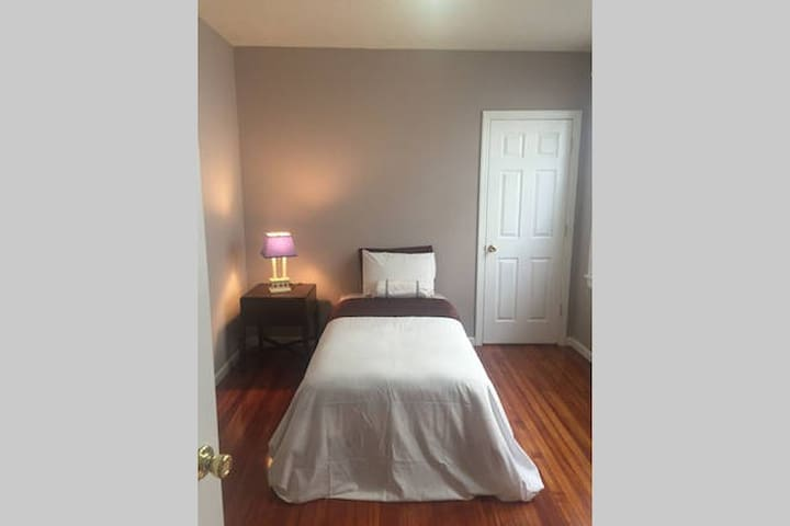 2 Bedroom  FULL apartment, Norwalk - Norwalk - Daire