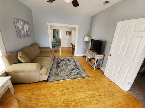 Cute 2 Bedroom next to Dickies & Cultural District