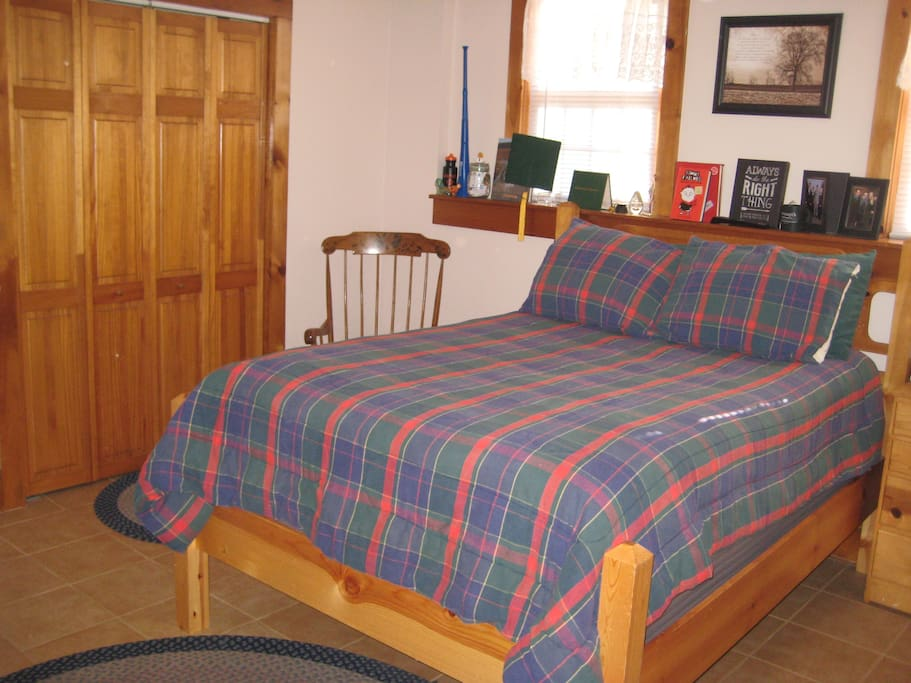 Double bed in the bedroom, but also a fouton in the family room should you and your guest prefer sleeping seperately.