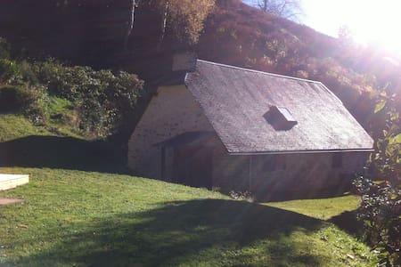 Bergerie pierre et bois restaurée. - Labassère
