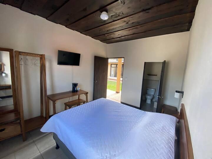 Habitación con baño en Antigua, cómoda y limpia 2
