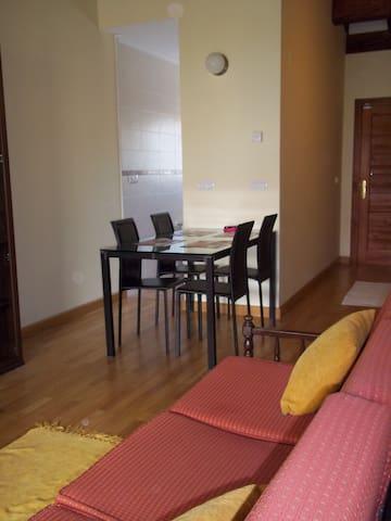 Cómodo apartamento totalmente equipado (1ª Planta) - Pesués - Apartemen