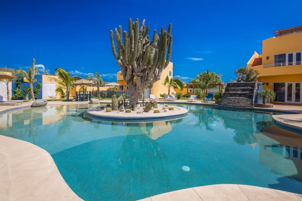 Welcome to the Puesta del Sol Community, boasting a beautiful walk-in swimming pool w/ waterfall