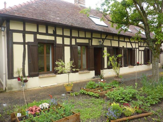 maison champenoise  pan de bois 5p  - Troyes - บ้าน
