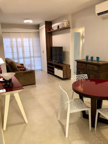 Ipanema remodeled 2br with pool near the beach.