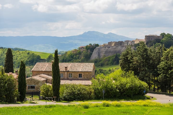 Podere Orto Room in B&B and Winery - Trevinano - Bed & Breakfast