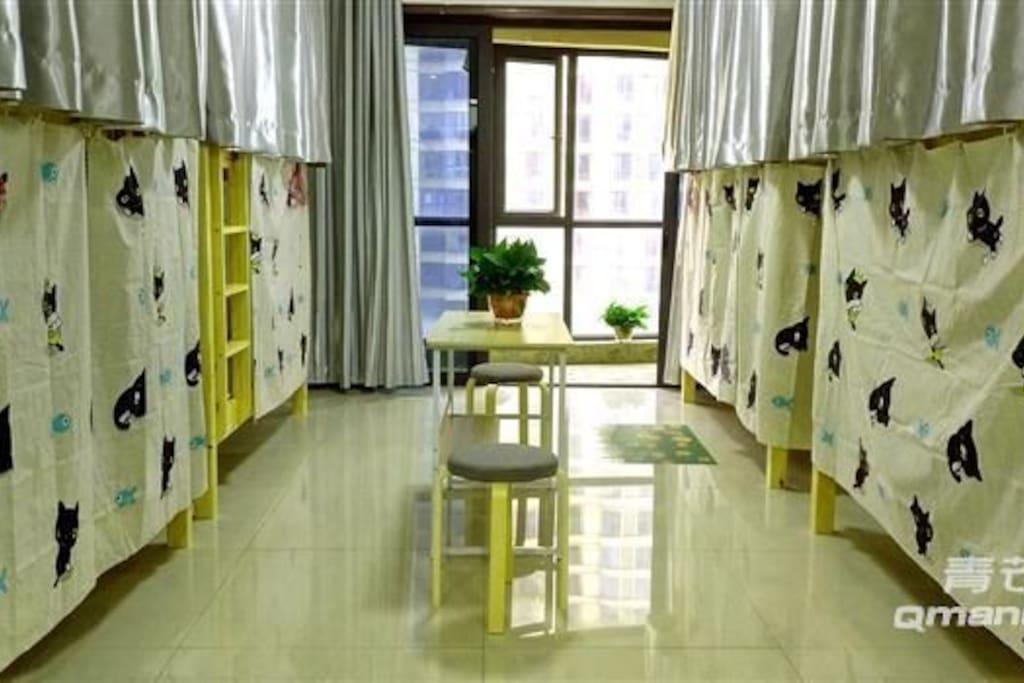 男生房间带遮光窗帘