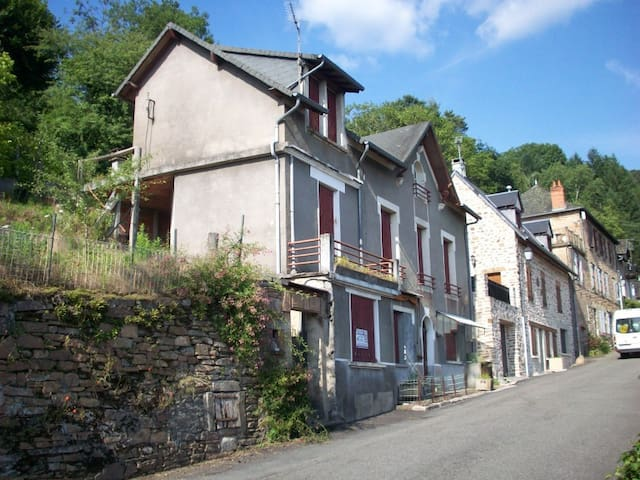 La Maison d'Huguette - Aubazine - Rumah