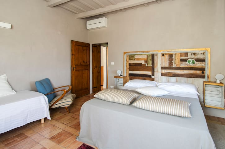 Original and authentic!!! - Serra San Quirico - Bed & Breakfast