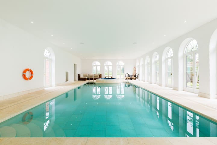 Cheltenham Festival Accommodation Pool & Spa