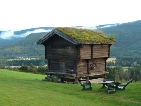 Historic Farm Cottage (Stabbur)