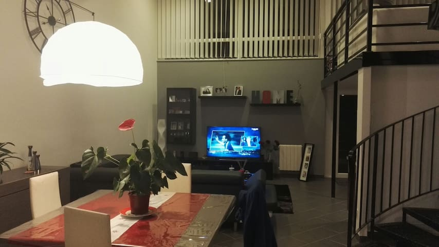 Chambre et mezzanine dans loft à St Etienne - Saint-Étienne - Loft