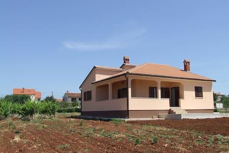 Villa campagna - Općina Kaštelir - Labinci - Casa