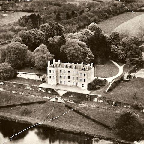 Chateau de Vaux : à 200 km de Paris - Gesnes-le-Gandelin - House