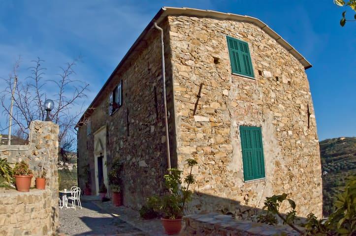 Casale nell'entroterra di Sanremo-2 - Castellaro
