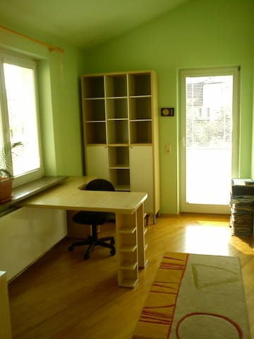 cosy room with gardens around - Warsaw - House