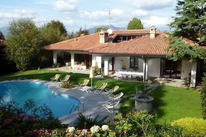 Appartamento in Villa con Piscina - Cassago Brianza - Вилла