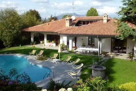 Appartamento in Villa con Piscina - Cassago Brianza