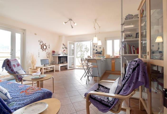 Casa del Piano con Wi-Fi, AC e veranda vista mare.