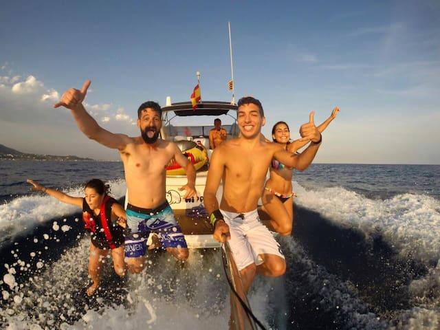 Experiencia navegar en yate por Sitges