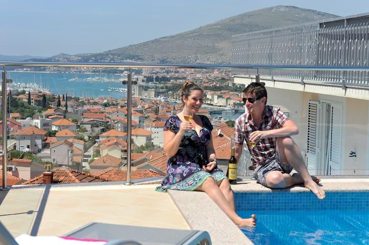 Luxury  villa /Rooftop  pool & Jacuzzi !