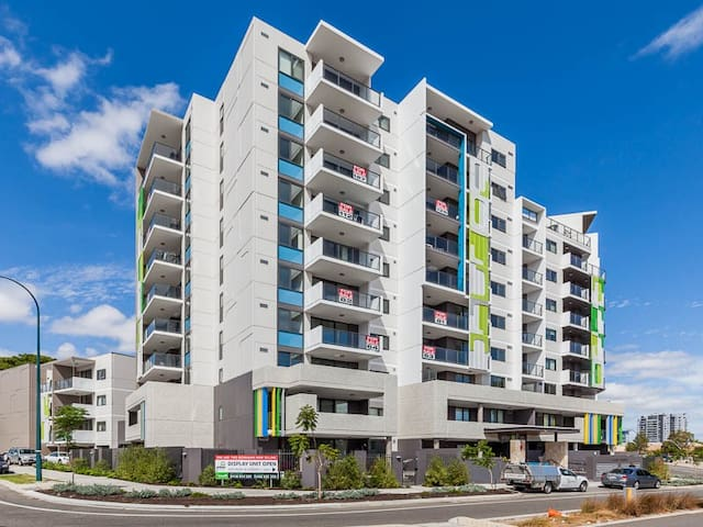 Top floor, hotel style apartment! - Rivervale