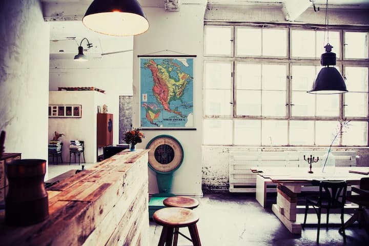 LOFT- 8 minutes from train station!