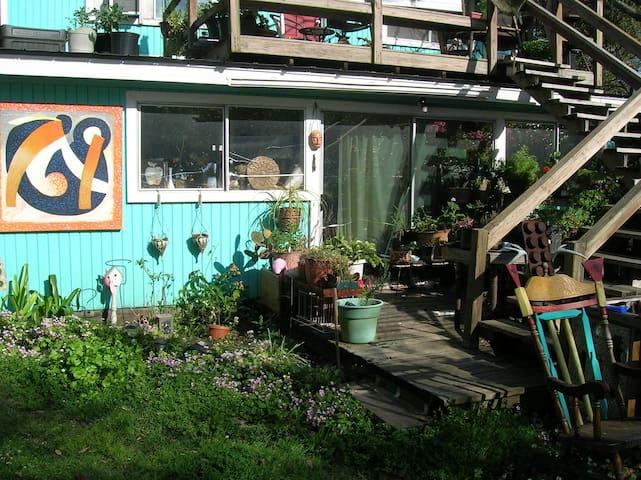 sun room in artist enclave  - Ocean Springs - House