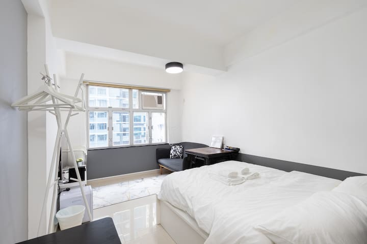 Super convenience and Newly renovated studio!