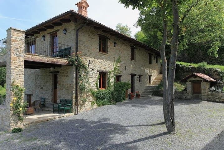 Cascina Matare stunning renovation - Levice - House