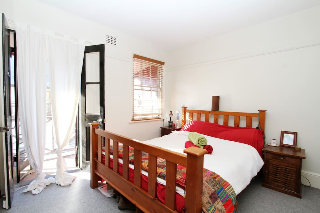 Double bedroom with balcony overlooking street  - comforable queen bed