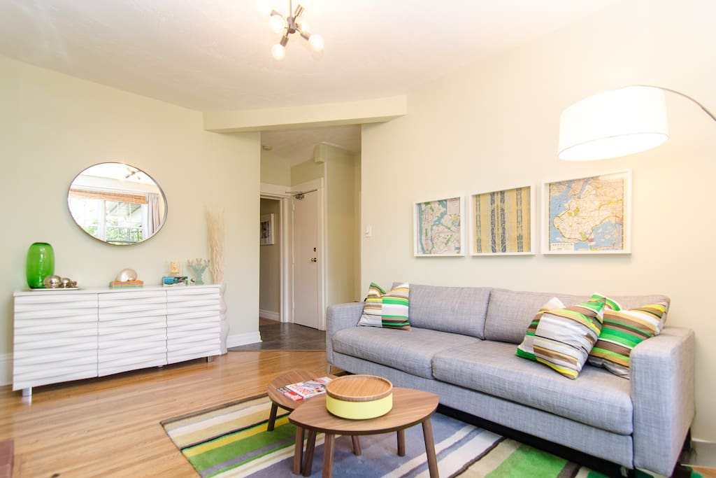 Bright living room, with  unlimited internet, HD cable TV, AppleTV, Bluetooth speaker