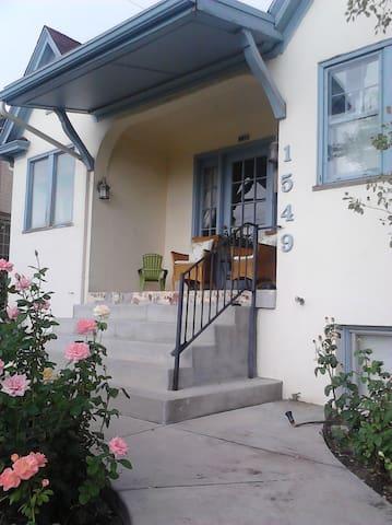 Sugarhouse Tudor 2 Bedroom Perfect Houses For Rent In Salt Lake City Utah United States